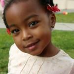 Das Lächeln eines Kindes Anissa-Thompson
