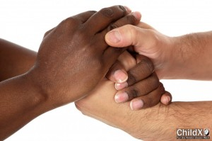 ChildX Menschen Hand in Hand